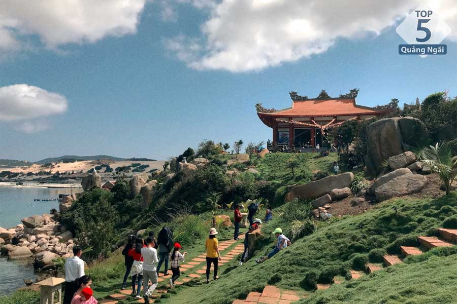 Vui chơi hết nấc cùng top 5 địa điểm du lịch Quảng Ngãi mới nhất!