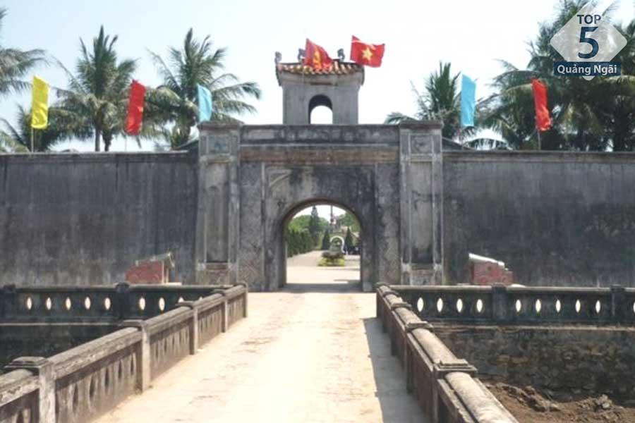 Thành Cổ là nơi giao lưu văn hoá cho du khách trong và ngoài tỉnh
