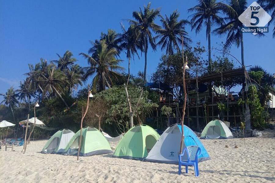 Lều trại cũng là hình thức lưu trú rất được các bạn trẻ yêu thích ở Lý Sơn