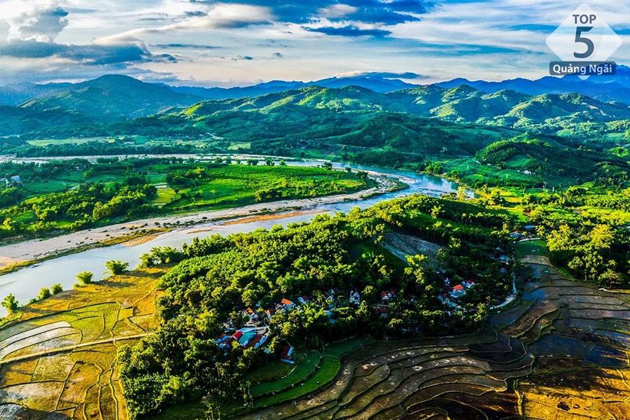 Bạn nên đi vào khoảng tháng 3 đến tháng 9 để tận hưởng trọn vẹn vẻ đẹp của Quảng Ngãi