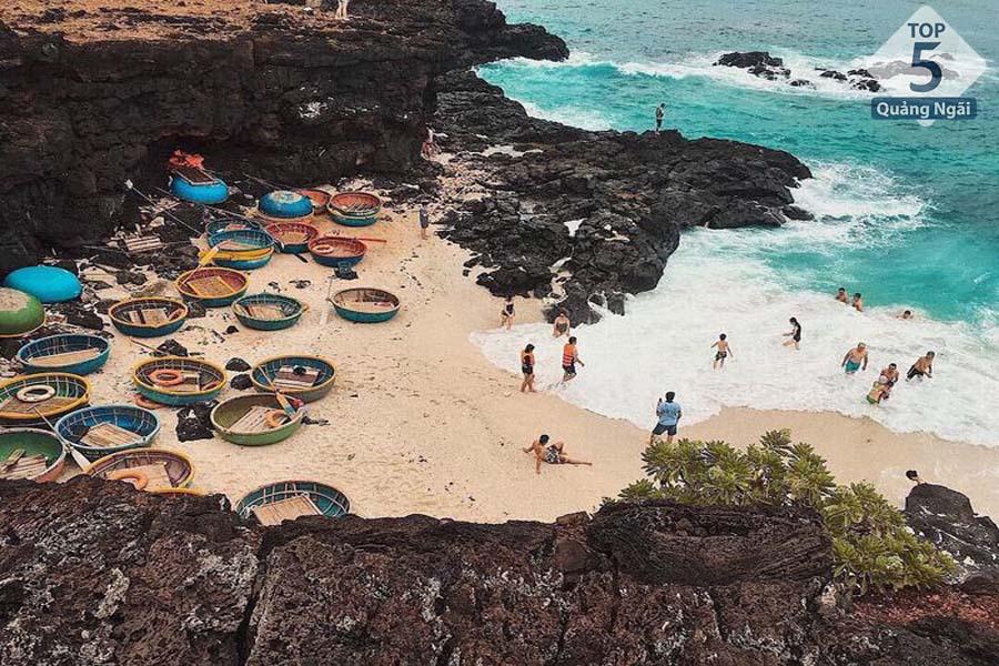Lý Sơn - Hòn đảo thu hút rất nhiều du khách mỗi năm dồn về