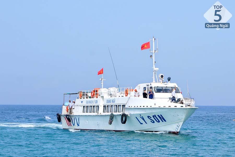 Phương tiện duy nhất để duy chuyển ra đảo Lý Sơn