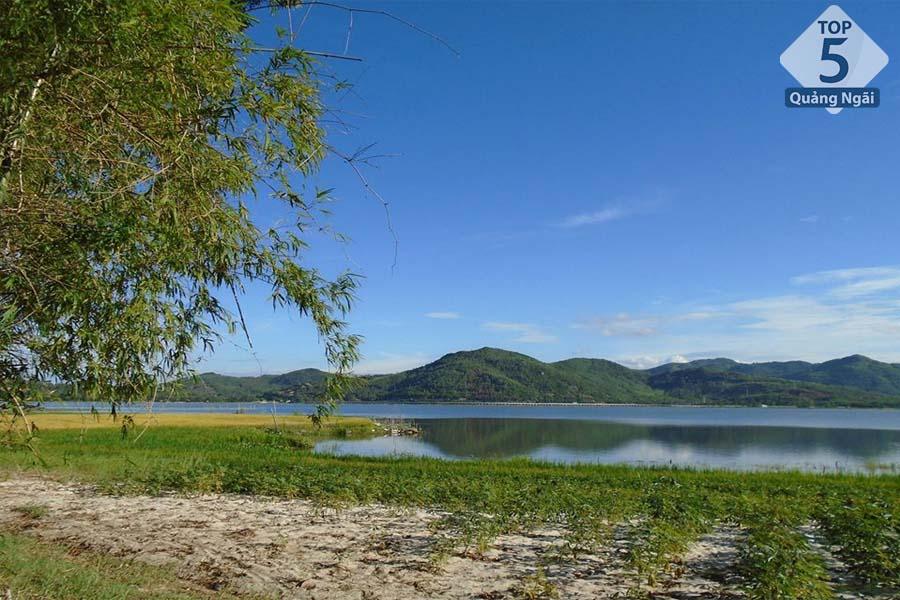 địa điểm du lịch Quảng Ngãi-Vẻ đẹp bình yên tại Đầm An Khê
